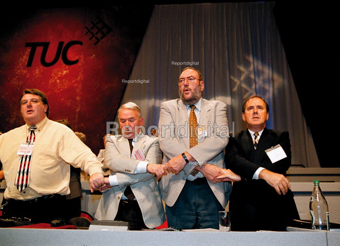 Tony Burke GPMU Lord Keith Brookman ISTC Bill Brett IPMS Barry Reamsbottom PCS singing Auld lang syne at the close of TUC Conference 1999 - John Harris - 1999-09-17