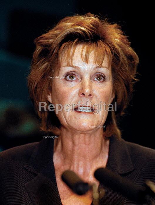 Christine Robinson IUHS speaking at TUC Conference 1999 - John Harris - 1999-09-15