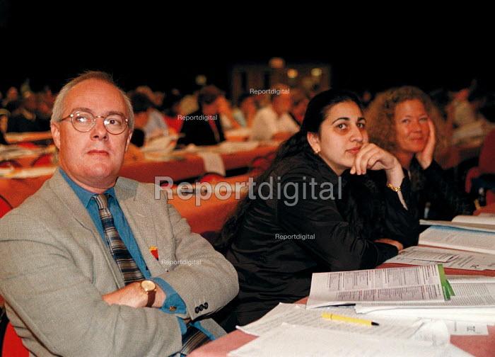 Doug Nicholls CYWU and delegation TUC Conference 1999 - John Harris - 1999-09-15