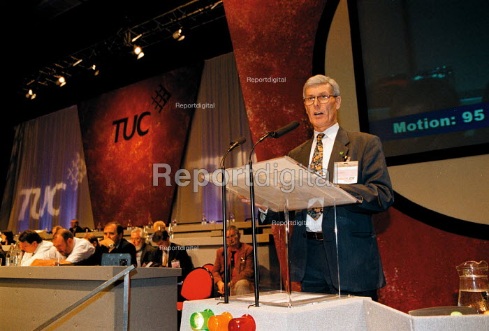 Alex Andley IPMS speaking at TUC Conference 1999 - John Harris - 1999-09-15