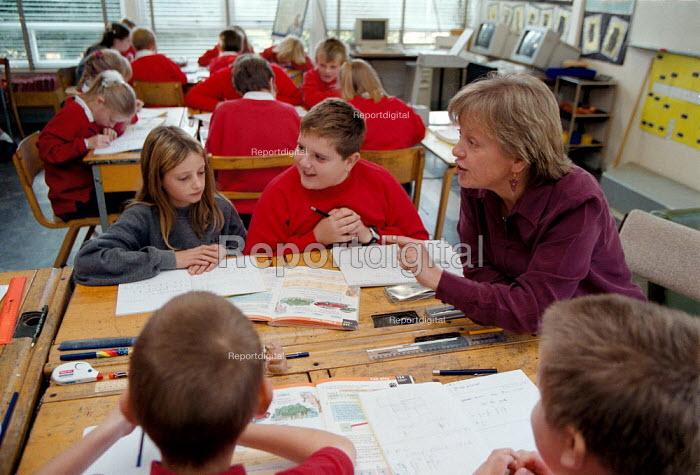Maths lesson, teaching at a Primary School - John Harris - 1999-10-18