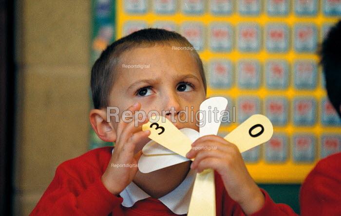 Pupil adding up Maths lesson a Primary School - John Harris - 1999-10-18