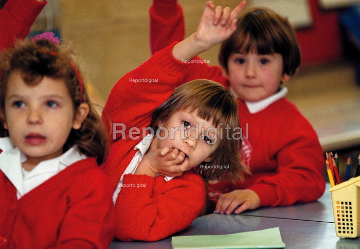 Pupils putting their hands up and answering questions Primary School - John Harris - 1999-10-18
