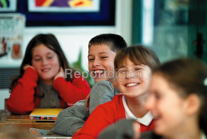 Laughing pupils Maths lesson, whole class teaching at a Primary School - John Harris - 1999-10-18