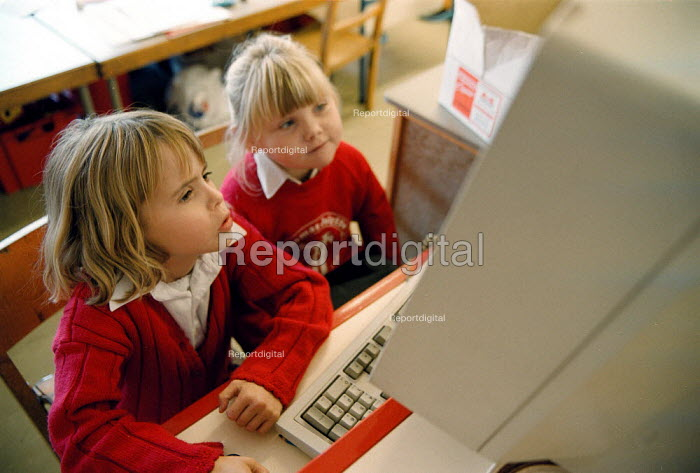 Pupils using a computer Maths lesson at a Primary School - John Harris - 1999-10-18