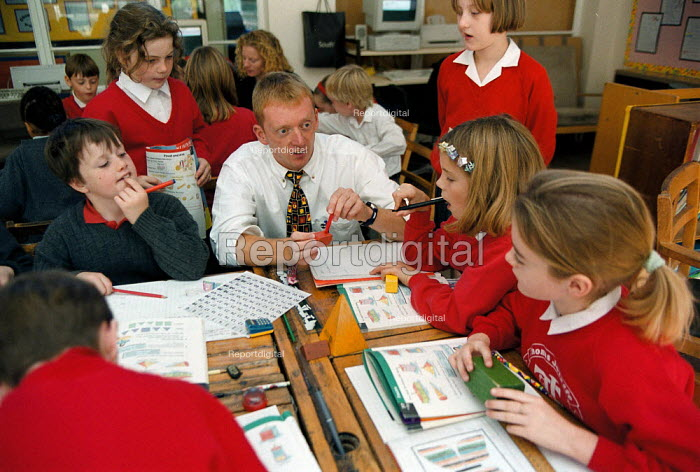 Teacher and pupils Maths lesson, whole class teaching at a Primary School - John Harris - 1999-10-18