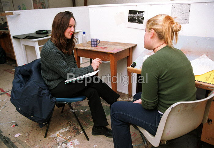 Art lecturer giving tutorial to Art student Oxford Brookes University - John Harris - 1999-11-18