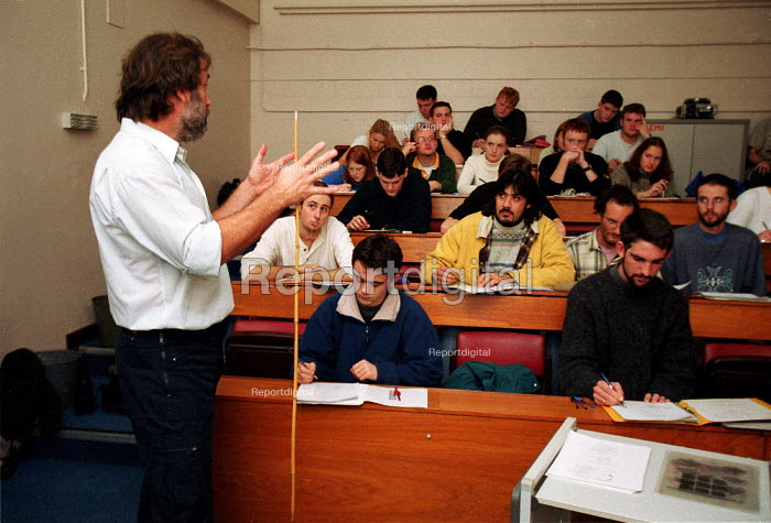 Science lecturer giving lecture to students Oxford Brookes University - John Harris - 1999-11-18