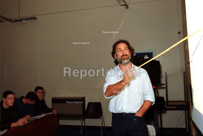 Science lecturer lecturing. Oxford Brookes University - John Harris - 1999-11-18