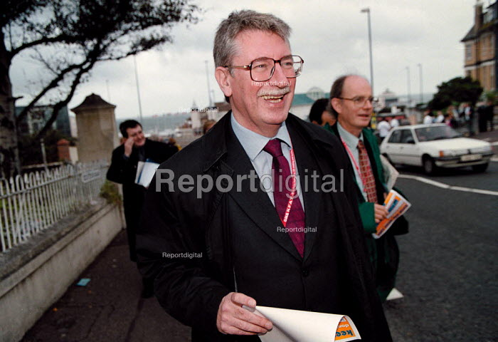Gus MacDonald MP a Transport Minister with a leaflet from IPMS trades union campaigning against the privatisation of Air Traffic Control outside the Labour Party Conference 1999 - John Harris - 1999-09-29