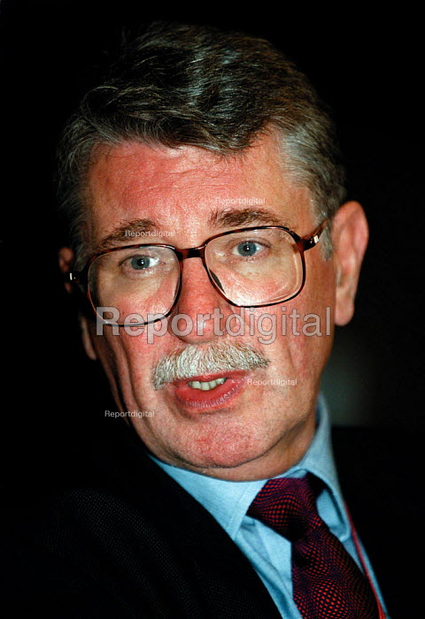 Lord Gus MacDonald MP Junior Transport Minister Labour Party Conference 1999 - John Harris - 1999-09-29