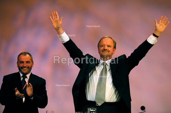 Robin Cook MP Foreign Sec, Labour Party Conference 1999 - John Harris - 1999-09-29