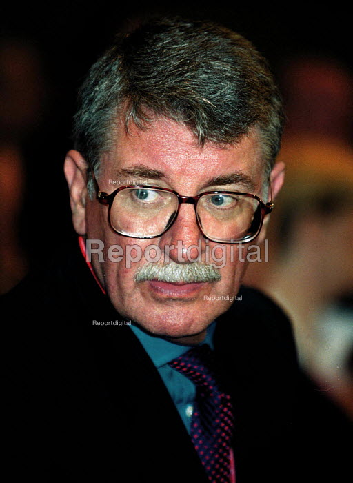 Lord Gus MacDonald MP transport Labour Party Conference 1999 - John Harris - 1999-09-29