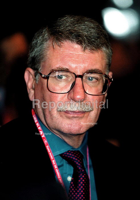 Lord Gus MacDonald MP Transport Minister Labour Party Conference 1999 - John Harris - 1999-09-29