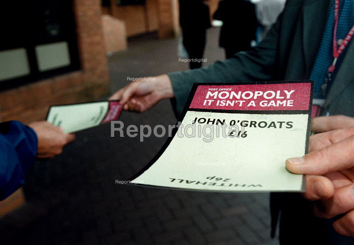 CWU members leafleting delegates against privatisation of the Post Office Labour Party Conference 1999 - John Harris - 1999-09-28