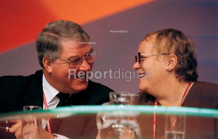 Derek Hodgson CWU and Mo Mowlan MP Labour Party Conference 1999 - John Harris - 1999-09-29