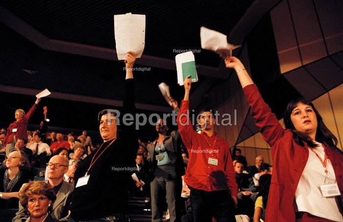 Delegates trying to speak in debate Labour Party Conference 1999 - John Harris - 1999-09-28
