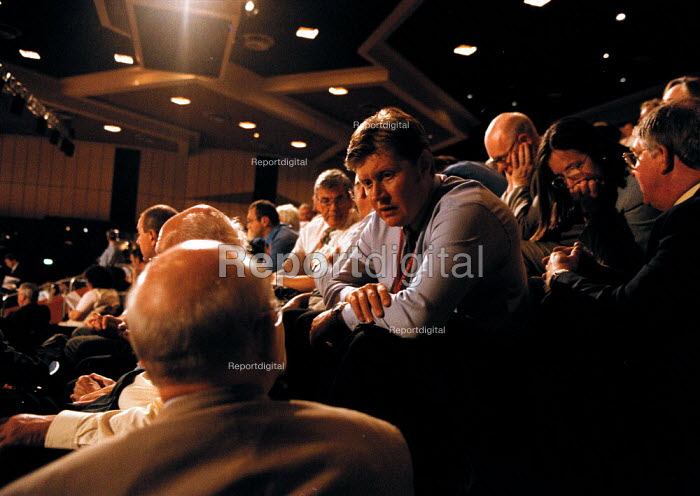 CWU delegation in discussion Labour Party Conference 1999 - John Harris - 1999-09-28