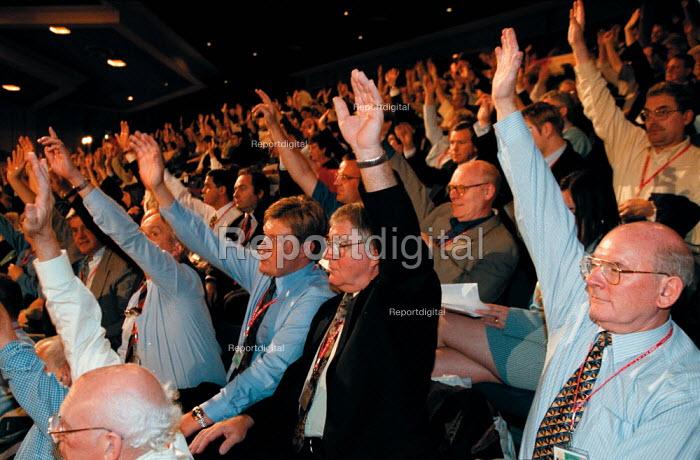 CWU delegation voting Labour Party Conference 1999 - John Harris - 1999-09-29