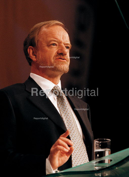Robin Cook MP speaking Labour Party Conference 1999 - John Harris - 1999-09-28