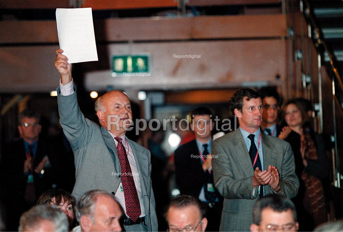 Roger Lyons MSF and Paul Talbot MSF during debate Labour Party Conference 1999 - John Harris - 1999-09-28
