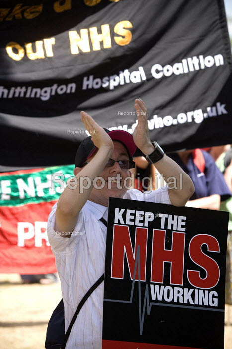 Protest against the privatisation of Hichingbrooke NHS Hospital, Huntingdon, Cambridgeshire. - John Harris - 2010-07-10