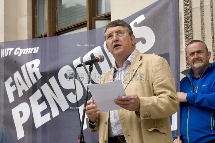 Andy Richards Unite Welsh TUC Strike for fair Pensions, Cardiff, Wales - John Harris - 2011-06-30