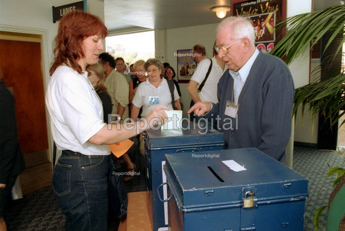 Delegates voting in a secret ballot. MSF conference 2001 - John Harris - 2001-06-14