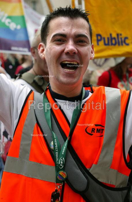 RMT member joins London Gay Pride 2003.. - Jess Hurd - 2003-07-26