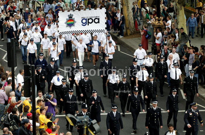 Gay and lesbian police officers who are allowed to march in their uniforms for the first time join London Gay Pride 2003.. - Jess Hurd - 2003-07-26