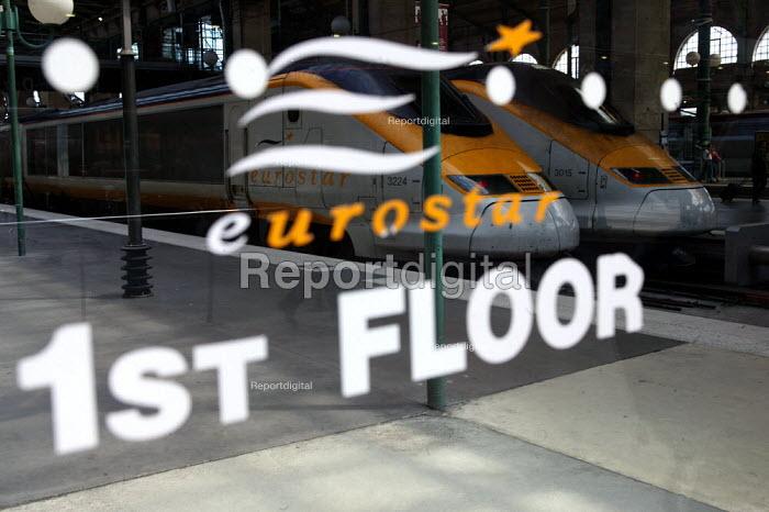 Eurostar train, Gare du Nord Railway Station, Paris. - Jess Hurd - 2003-07-30