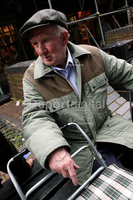 Arthur Blake ex Gas worker - Bow Common Gas Works. Chrisp Street, East London. - Jess Hurd - 2003-07-05