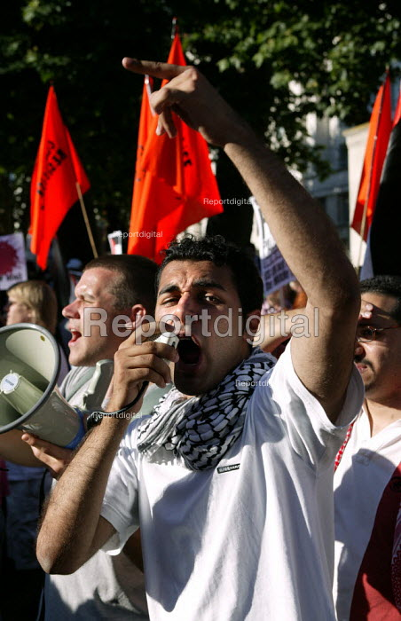Pro Palestinian protesters gather in Whitehall to protest at the visit of Israeli Prime Minister Ariel Sharon. - Jess Hurd - 2003-07-14