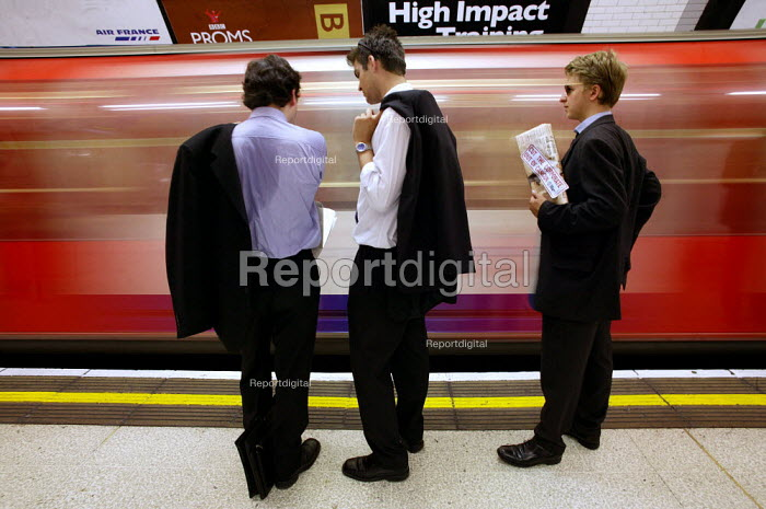 City businessmen wait for a tube at Bank Underground Station, City of London. - Jess Hurd - 2003-07-15