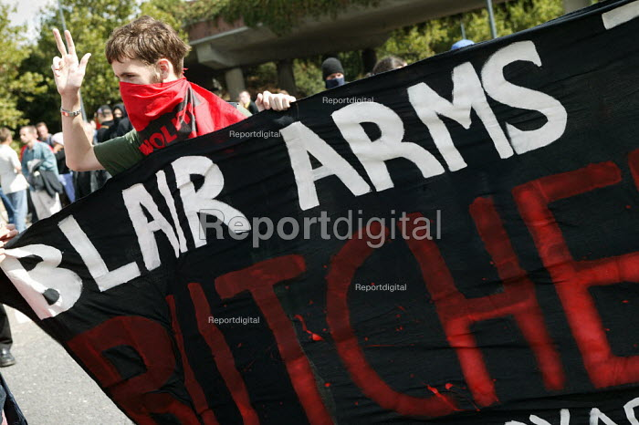 Protesters disrupt the police operation Defence Systems and Equipment International Arms Fair at the Excel Centre, London. - Jess Hurd - 2003-09-10