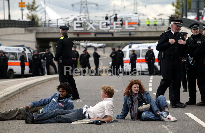 Protesters disrupt the police operation at Defence Systems and Equipment International Arms Fair, Excel Centre, London. - Jess Hurd - 2003-09-10