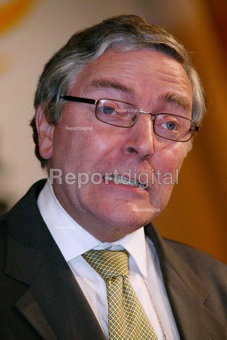 Tim Clement-Jones speaks at Liberal Democrat Party Conference 2003. - Jess Hurd - 2003-09-24