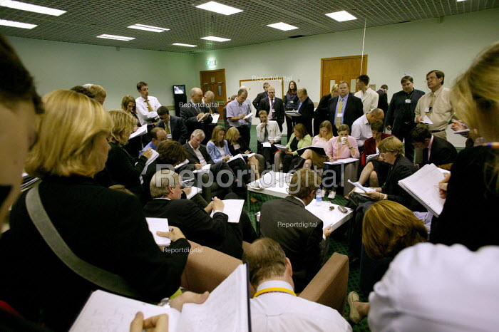 Press briefing at Liberal Democrat Party Conference 2003. - Jess Hurd - 2003-09-24