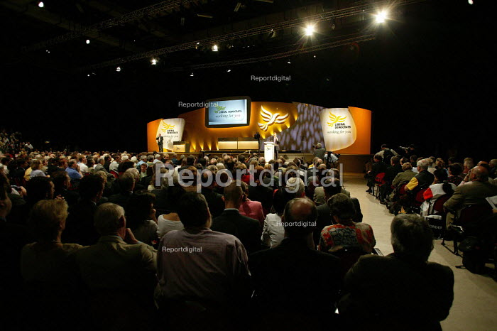 Leader Charles Kennedy speaks at Liberal Democrat Conference. - Jess Hurd - 2003-09-25