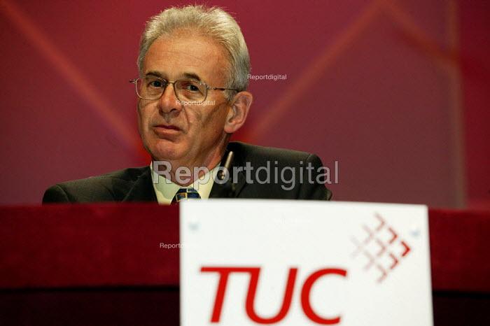 Nigel de Gruchy at the TUC Congress 2003. - Jess Hurd - 2003-09-08