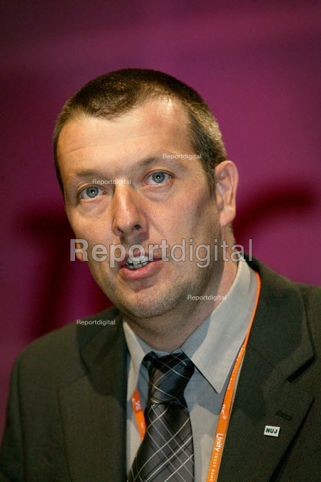 Jeremy Dear NUJ speaking at the TUC Congress 2003. - Jess Hurd - 2003-09-09