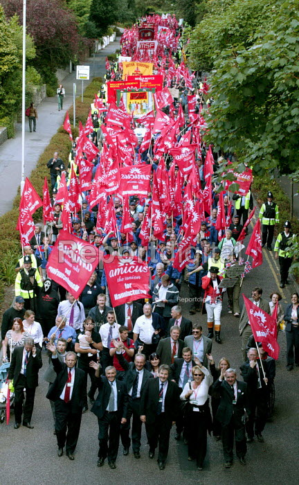 AMICUS, TGWU, MSF and UCATT join the Unions for Manufacturing march on Labour Party Conference 2003. - Jess Hurd - 2003-09-28
