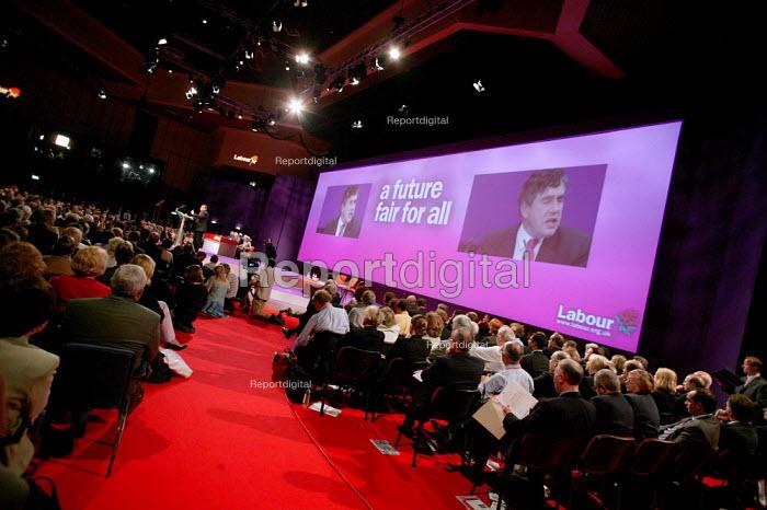 John Prescott speaks at Labour Party Conference 2003. - Jess Hurd - 2003-09-28