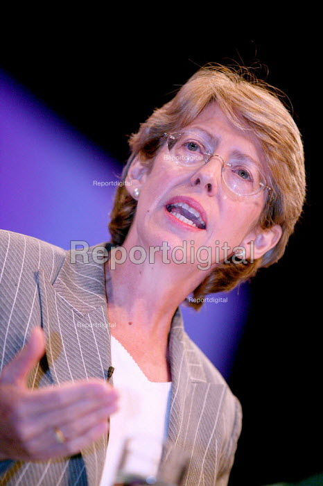 Patricia Hewitt MP speaks at Labour Party Conference 2003. - Jess Hurd - 2003-09-28