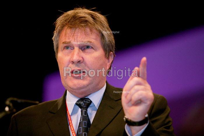 Derek Simpson AEEU speaks at Labour Party Conference 2003. - Jess Hurd - 2003-09-28