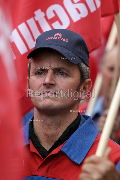 Alstom worker. AMICUS, TGWU, MSF and UCATT join the Unions for Manufacturing march on Labour Party Conference 2003. - Jess Hurd - 2003-09-28