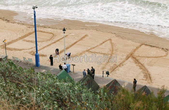 Bliar - protest in the sand against the war with Iraq at Labour Party Conference 2003. - Jess Hurd - 2003-09-30