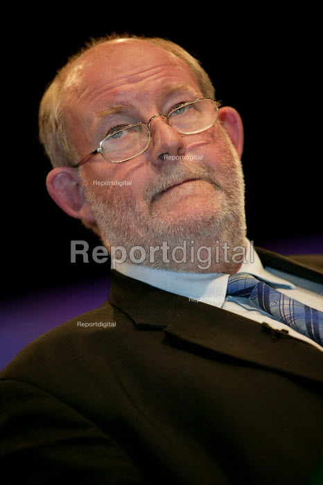 Charles Clarke MP speaks at Labour Party Conference 2003. - Jess Hurd - 2003-09-30