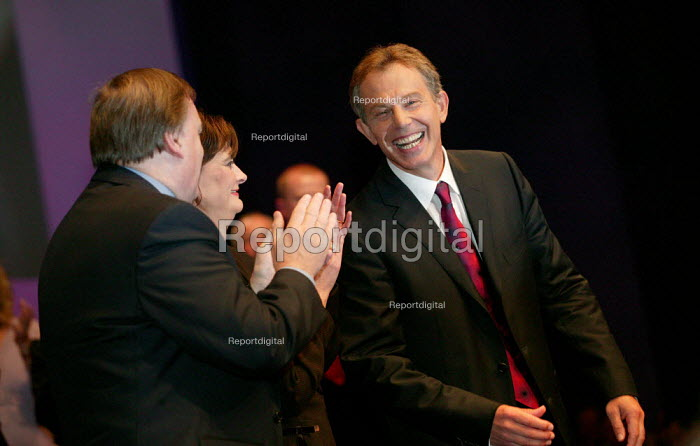 Prime Minister Tony Blair accepts his ovation at Labour Party Conference 2003. - Jess Hurd - 2003-09-30