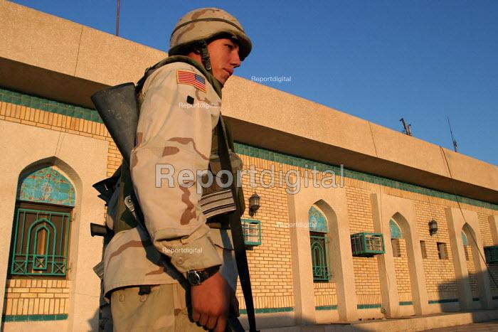 American army patrol Jordan/ Iraq border. Immigration / passport control. - Jess Hurd - 2003-10-05